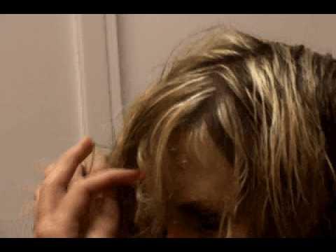 Tags:foiling hair highlighting hair hair coloring bleaching hair blonde hair