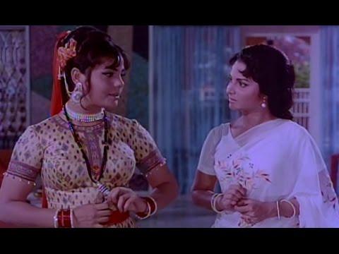 Waheeda Rehman & Mumtaz Fight Over Dilip Kumar - Ram Aur Shyam