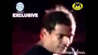 عمرو دياب يطرد البودي جارد بسبب معاملته السيئة للجمهور