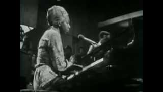 Клип Nina Simone - Don't Let Me Be Misunderstood