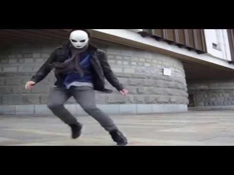 парень офигенно танцует &Dancing guy