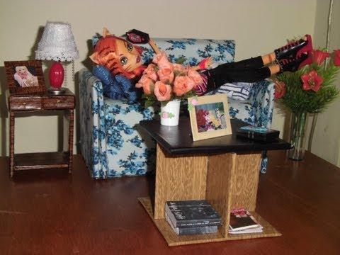 Como fazer uma mesa de centro para boneca Monster High. Pullip. Barbie e etc