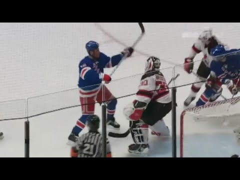 Sean Avery screens Martin Brodeur