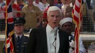 Фрэнк Дребин исполняет гимн США