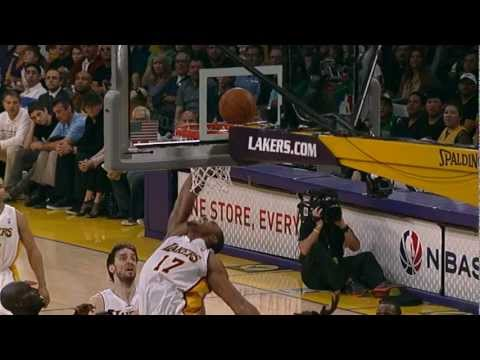 Bynum's amazing alley-oop finish!