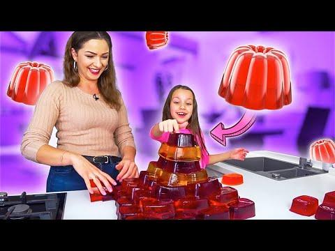 МЕГА ЖЕЛЕЙНЫЙ ЧЕЛЛЕНДЖ Gummy Challenge Строим Огромную Желемиду /// Вики Шоу