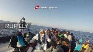 Mediterranean Sea: Over 1,800 refugees picked up at sea in single day