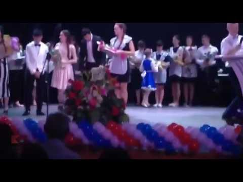 В Адыгее выпускница раскритиковала одноклассницу за незаслуженную медаль