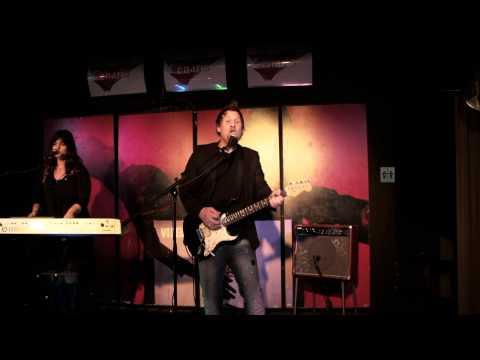 Beispiel: KINDAMAGIC Partyband Live Mitschnitt - Thommy Pilat - Thank you, Video: Kinda Magic.