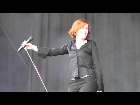 Alison Moyet - Love Resurrection (Live @ Suikerrock 2014)