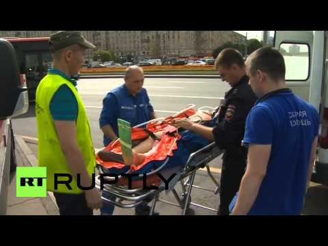 Russia: Moscow Metro carriage derails, up to 16 dead