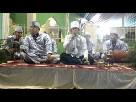 Ust.zaky mubarok perform with marawis al-jadid