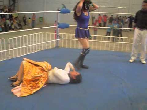 Cholitas Luchadoras de Bolivia: Mili y Pili frente a Reyna Torrez y Ángela