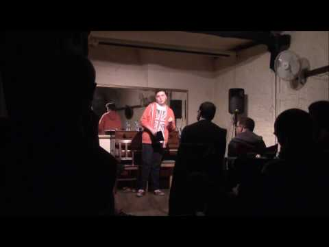 Doing/Attempting Stand-up Comedy at Open mic night | DeanoReviews