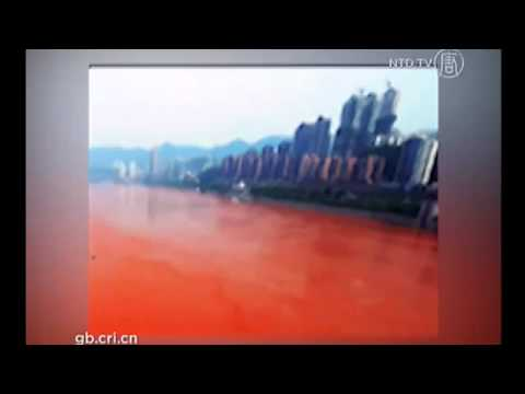 China's Yangtze River Turns Blood Red - Pollution or Sand?