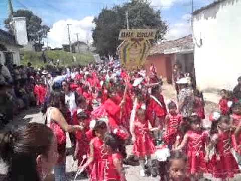 desfile salcaja 2011 llegando al campo 2