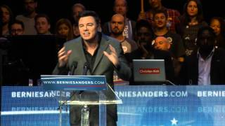 Seth MacFarlane Introduces Bernie Sanders in L.A.