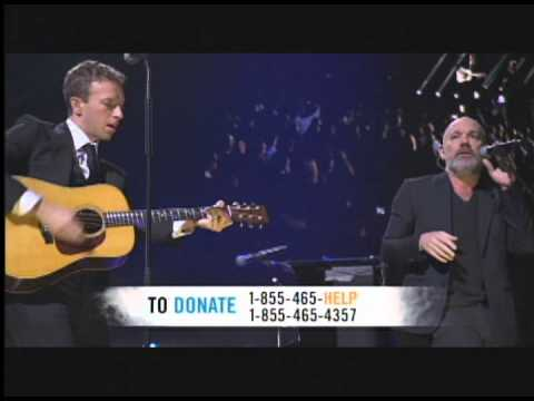 Chris Martin of Coldplay + REMs Michael Stipe: Losing My Religion 121212concert