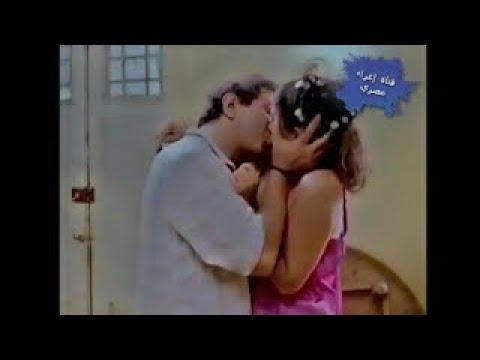 نهلا سلامة بقميص نوم حريري مع نور الشريف و بوس جامد thumbnail