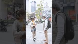 对外国友人弹唱《红色高跟鞋》