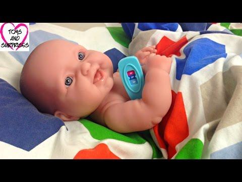 Видео с куклой Пупсик Играем в дочки матери Игрушки для Девочек Доктор Baby Doll Doctor