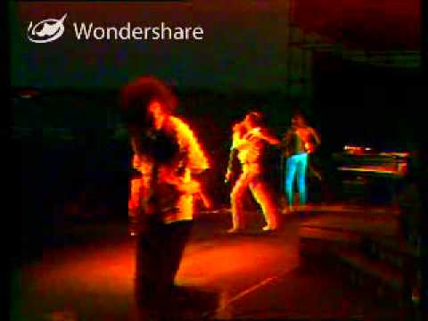 Queen On Fire Live At The Bowl Flash,The Hero & We Will Rock You Fast Version