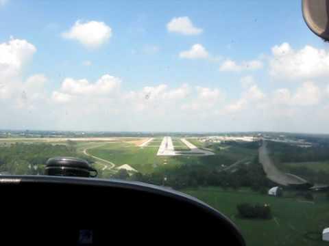 Cessna 172 landing at Lexington Blue Grass Airport (KLEX) Kentucky, USA
