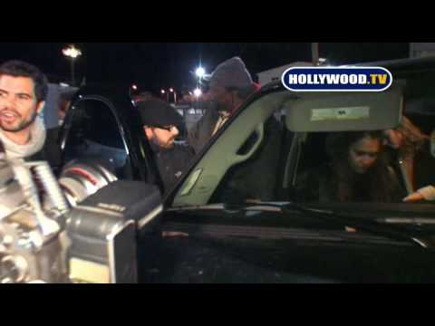 Paparazzi Breaks Jessica Alba s Mirror At Bardot