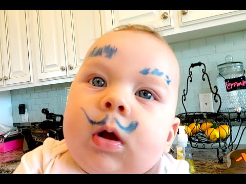BABY LEARNS HOW TO DRAW