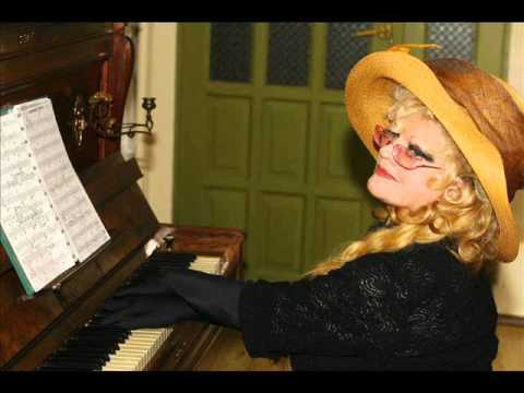 Violetta Villas Gra Na Fortepianie (Violetta Villas Piano Playing) - Unikatowe Nagranie
