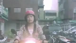Hót clip  Người phụ nữ đầu gấu chặn đường ôtô, tin sock viet 2016 giải trí vui cười hài hước hay nhấ