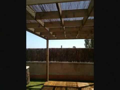 Exteriores terrazas aticos y patios con madera youtube - Casetas de madera para terraza ...