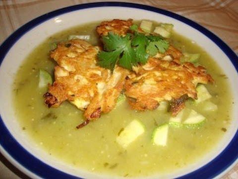 Receta de tortitas de pollo en salsa verde con verduras