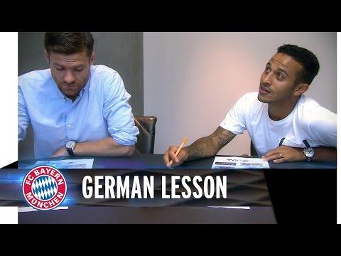 Xabi Alonso und Thiago lernen Deutsch