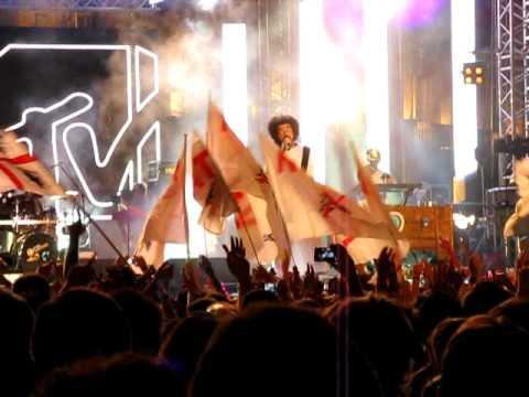 Caparezza – Chi Se Ne Frega Della Musica – Live – MTV Day Torino 2011