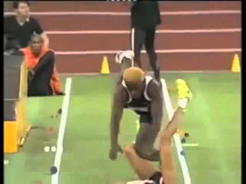 столкновение спортсменов. юмор обеспечен! :)