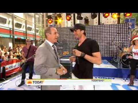Enrique Iglesias - I Like It [LIVE At Today Show 2010] With Pitbull