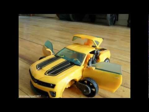 Transformers - Bumblebee vs. Sideswipe (Stop-motion)
