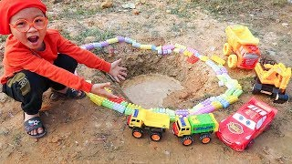 Funny children's kindergarten car toys Excavator & Dump Trucks pretend play w/ Dave Mario