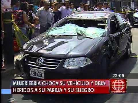 América Noticias 300414 Mujer ebria chocó su auto contra vehículo estacionado