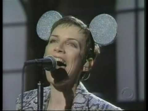 Annie Lennox NO MORE I LOVE YOUS (live + interview)