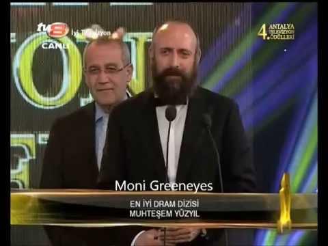 Halit Ergenç gets the award of the Best Drama Series in 2013 for Muhteşem Yüzyıl