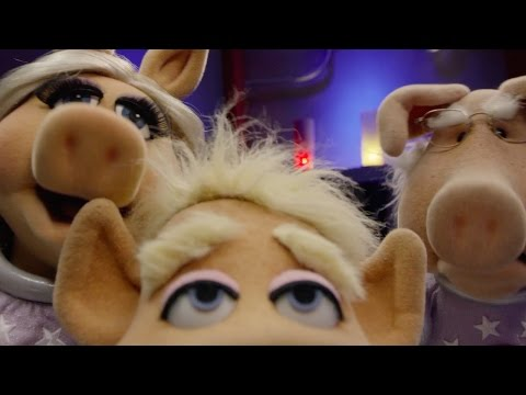 "The Muppets | Pigs in Space | ""Alien: Look Who's Coming to Dinner�"