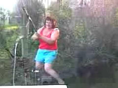 Воду женщина качала и сама себя ласкала!