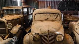 Abandoned rusty cars in America. Abandoned Cars in Barns US 2017. Old Vintage Cars