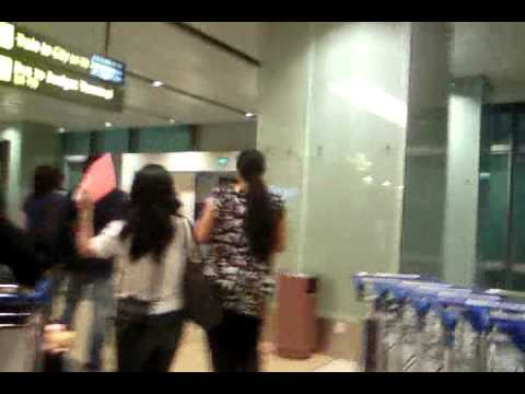 王杰在樟宜机场!(dave Wang At Changi Airport Terminal 1!) video