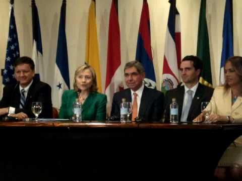 Hillary Clinton applauds election of Laura Chinchilla