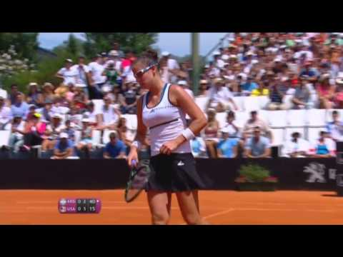 Highlights: Paula Ormaechea (ARG) v Venus Williams (USA)