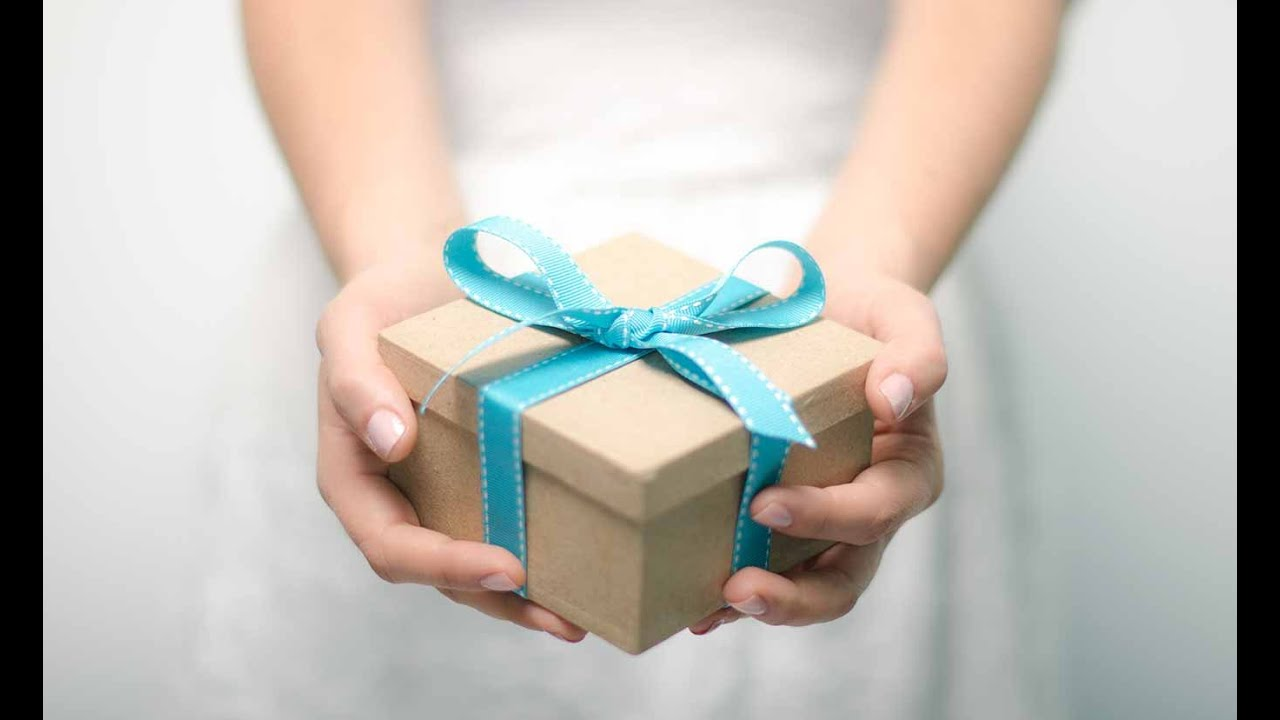 Можно ли передаривать подарки с дня рождения