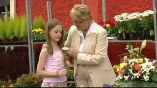 Watch Isla Grant A Daisy For Mama video